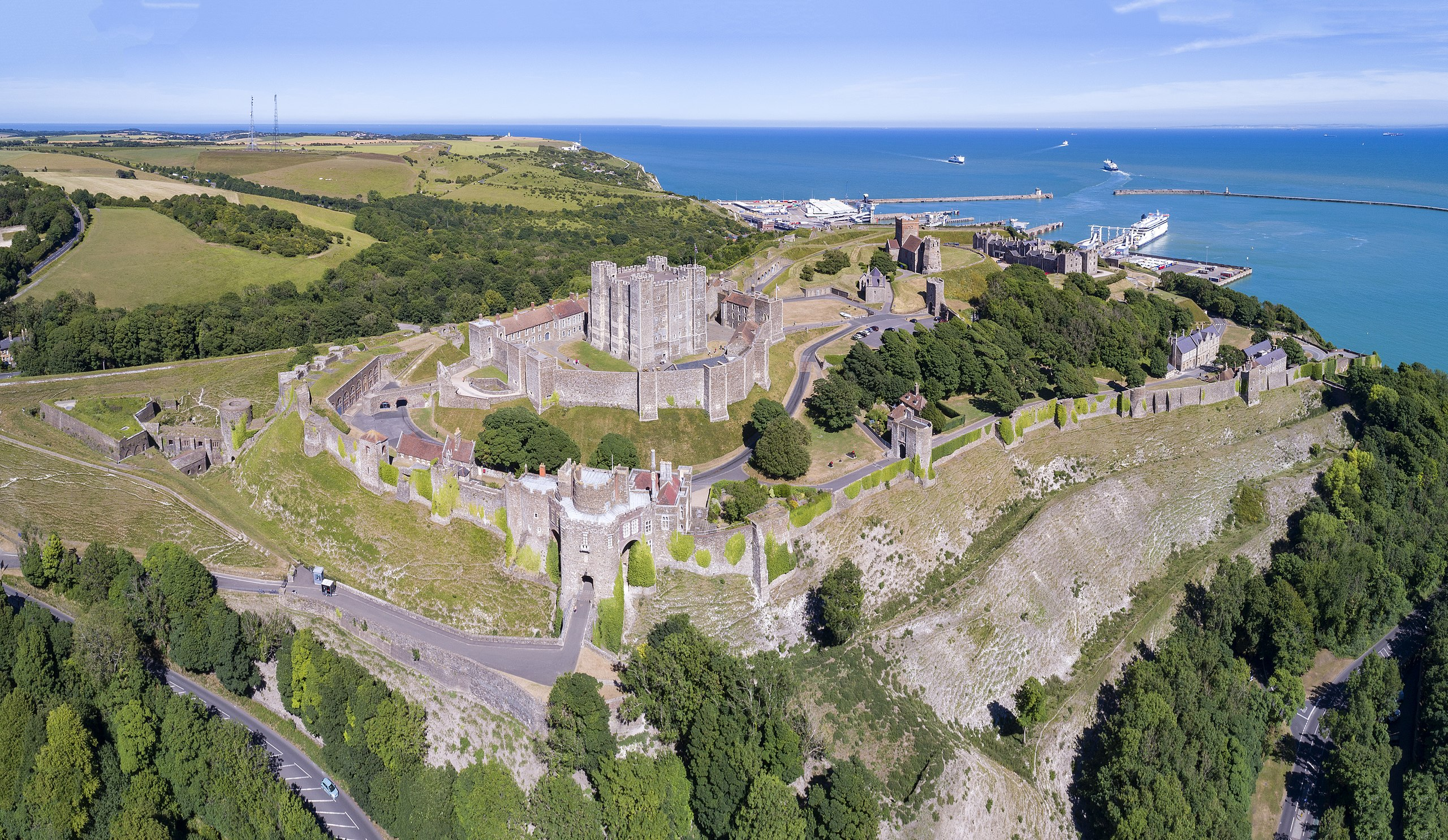 2560px-1_dover_castle_aerial_panorama_2017