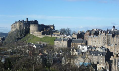 1200px-Edinburgh_Castle_from_the_south_east